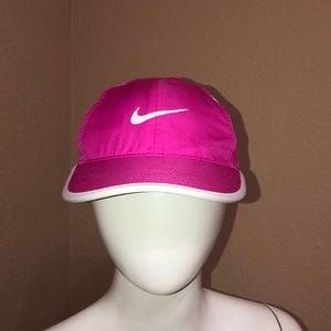 NIKE Featherlight Dri Fit Cap